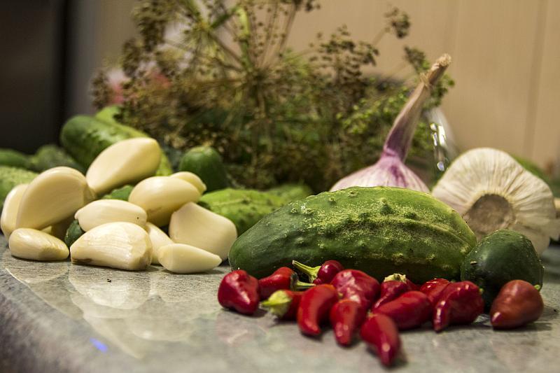 Ogórki konserwowe z chilli - składniki