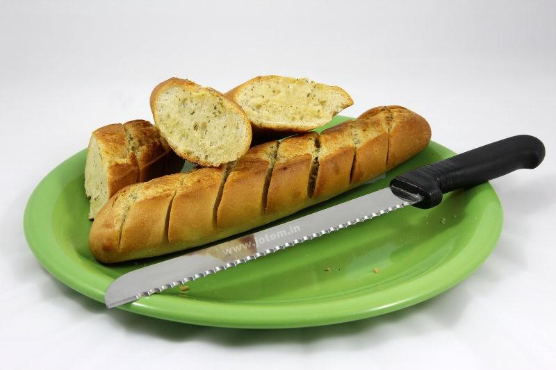 Bagietka z Biedronki z masłem czosnkowym