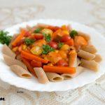 Makaron razowy Penne z sosem pomidorowym (1)