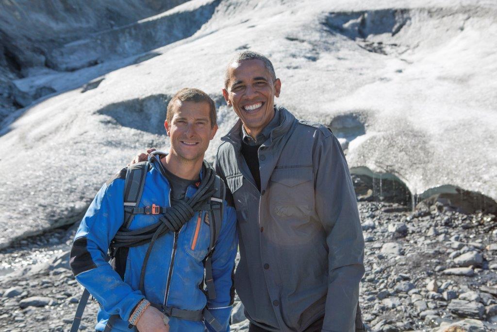 Barack_Obama_w_dziczy_z_Bearem_Gryllsem (19)