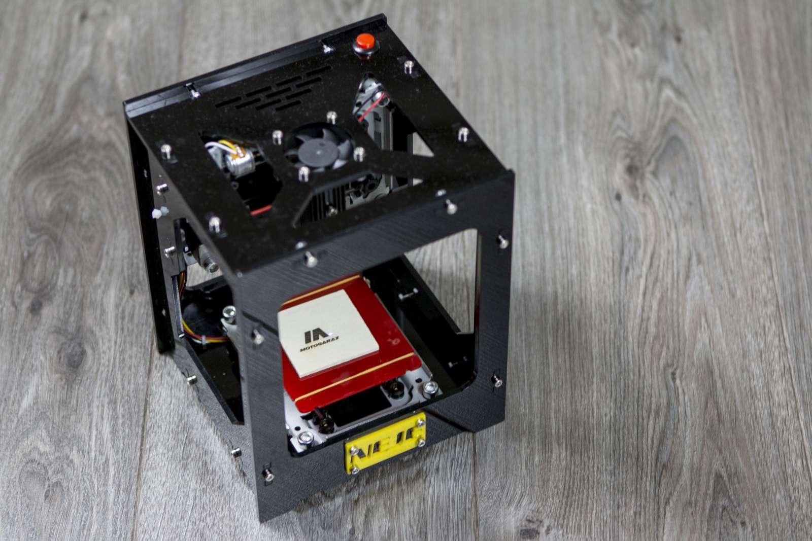 Cudowna NEJE DK - BL1500mw czyli urządzenie do grawerowania laserowego LB17
