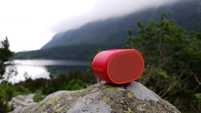Sony XB01 nadaje się na wyjazdy